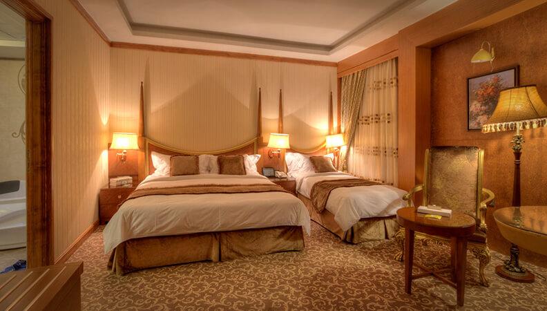 دکور سلطنتی، اتاق ها در طبقات 15 و 16 واقع شده اند