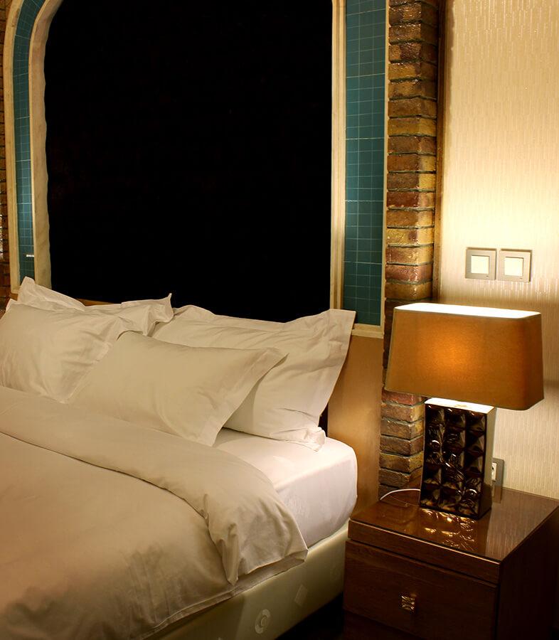 اتاق نشیمن و دو اتاق خواب مجزا