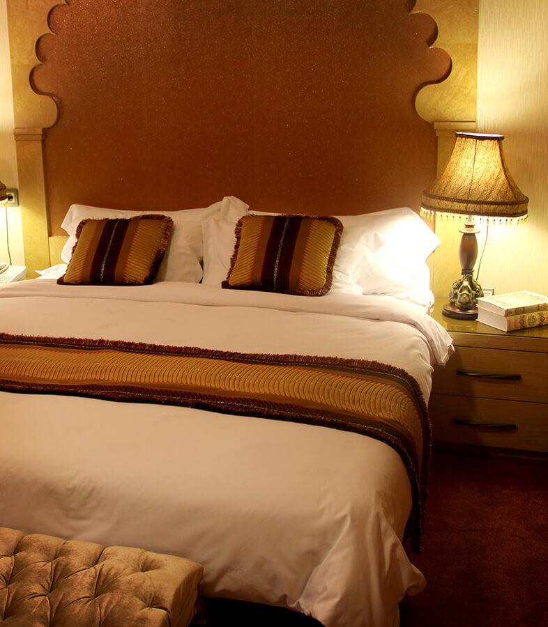 اتاق نشیمن و دو اتاق خواب